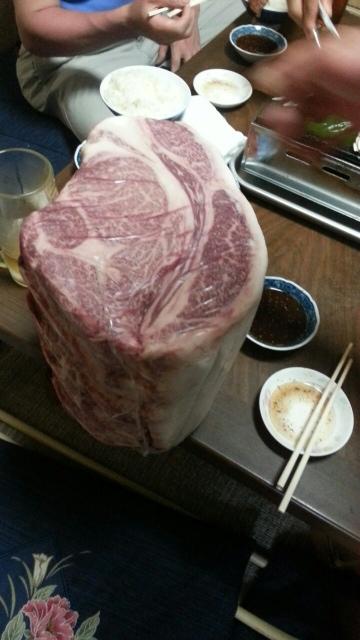 好楽園 - この肉の写真も撮ってよ!と出して頂いたリブロースの塊