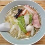 """晴華 - 五目麺 \700 ザクっと豪快な餡。スープの力で、全体的には""""こくまろ""""な仕上がりでした♪"""