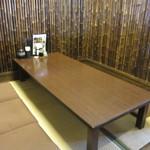 19034323 - お店はテーブル席と小上がりのお座敷に分かれて幅広い客層に対応出来るようになってました。