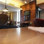 スターバックスコーヒー - 開放感のある店内