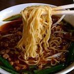富鑫亭 - 特製台湾ラーメン、細めの縮れ麺(2013.05)