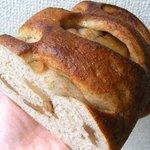 パン工房 麦童 - りんごとクルミのブレッド