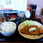 せきざん - 料理写真:とんかつ定食(700円)