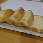 ラ・クィント - お替り自由のパン