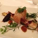 レストラン マノワ - ボルドー産路地もののアスパラガス モリーユソースと蕨
