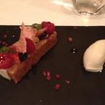レストラン マノワ - ベリーのミルフィーユ  とんか豆のアイスクリーム