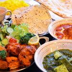 タージ ・ベンガル - タージベンガルセット(2人前) パパド、チキンティッカ、シークカバブ、サラダ、お好きなカレー2種、ナン、ライス、ドリンク
