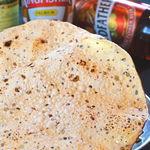 タージ ・ベンガル - パパド  チャナ豆粉のおせんべい ビールによくます