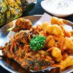 タージ ・ベンガル - チャナ&べジパコラ    ヒヨコマメと野菜のインド天ぷら