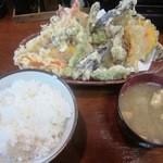 19046021 - 天ぷら定食(上)¥1300の「天ぷら&ご飯&味噌汁」