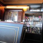 バー コンチネンタル - 洋酒棚