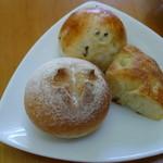 タブリエ - 黒ゴマ、全粒粉、じゃがいもの3種のパン