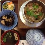三松 - 料理写真:ほろほろ鳥釜めし(ランチ)