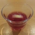 じろう桜 - 食前にベリーの黒酢割り。