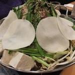 じろう桜 - もつ鍋は,金もつ(醤油鍋)か白もつ(味噌鍋)を選びます。