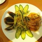 三味 - 前菜。ピータン、クラゲ、鶏肉