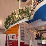 レストランフルヤ - 螺旋階段で2階へ