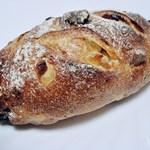 ブルー・デェ・ロシェ - パイン・パパイヤ・クランベリー・アーモンドが入ったパン。 レシートに名前が欲しい (^^;;