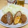 Kamearimenchi - 料理写真:2013.5 亀有牛メンチ(170円)、チーズメンチ(200円)
