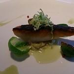 ミクニ ヨコハマ - 春鯛表面がありっと、キャベツのソース