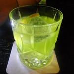 シェーネル・ヴォーネン - ミドリノカクテル(ミドリリキュールと白ワイン)