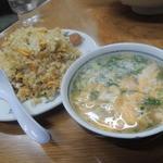 びいどろ - 【炒飯@690円】 ちょいとしっとり系の炒飯♪スープ付き!玉ねぎの甘みが結構来ますよ。^^