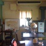 カフェテラス ギャガ - お店の奥にはコーヒー焙煎用の機械が・・・・