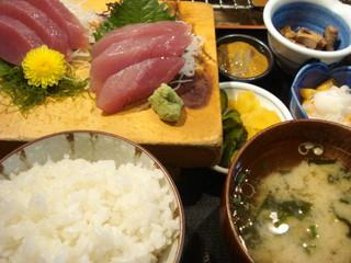 かもめ丸 - 日替り定食(マグロ刺身)