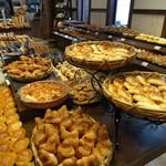 PanoPano - たくさんの焼き立てパンをご用意してお待ちしています。