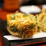 蕎麦切り屋 - 白海老のかき揚げ