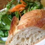 19067639 - パンとサラダ