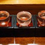まぐろ堂 博多みつわ - 八海山、西の関、土佐鶴を選んだ、飲み比べ三種
