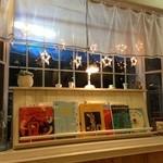 ココネ - 懐かしい絵本がずらり。絵本自体がお店を彩っていて…本当にセンスが良くて感動です!