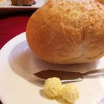 ベル リヴィエール - まあるくておっきなパン(あったかい)とバター