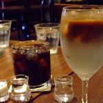 ぽえむ - アイスコーヒーと、ミルクたっぷりのアイスコーヒージュニア