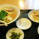 一品香 菜館 - 五目タン麺のセット