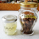 ラベイユ - 右:ギリシャの蜂蜜の瓶