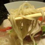 らーめん 鶏喰 - 麺リフト