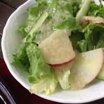 GUMBO - サラダはリンゴ入り
