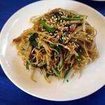 中国料理 石本 - 二人分の焼きそば。前菜と同じ大きさの小皿です。これで終わりでした。