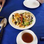 中国料理 石本 - 二人分。前菜2種盛り。基本的に、この小皿で二人分と言われます。当たり前ですが、手前は普通の湯のみです。