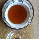 午前10時午後3時 - ダージリンファーストフラッシュ、キャッスルトン茶園産です。とにかく美味!特にティーポットで注文した時の2杯目は最高です。