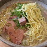らーめん庵 - 麺のアップです。
