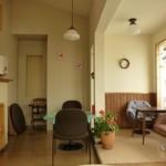 cafe Iris - 色んな椅子とテーブル