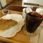 cafe Iris - ランチのアイスコーヒーと、別注のアップルパイ