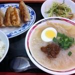 台湾風味 ミスターヤン - ビーフン+焼き餃子