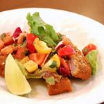 川口バル - 【ある日のおすすめ】仔牛カツレツミラノ風。彩り野菜を添えて、見た目にも美味しさを演出。