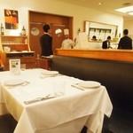 ワインバー&レストラン ブルディガラ - 店内はかなり広い