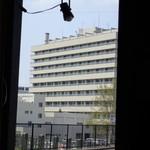 わいんぱぶ ためのぶ - 店内からの眺め弘前大学病院