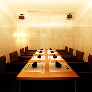ごゆっくりお食事をお楽しみいただける個室をご用意しております。御会席にぜひご利用くださいませ。